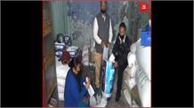 Bageshwar: मज़दूरों की मदद में जुटा जिला प्रशासन, बांटी राहत सामग्री