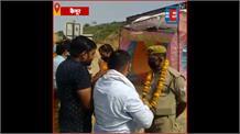 Kaimur के लोगों ने की पुलिस और डॉक्टरों के काम की तारीफ,आरती उतारकर बरसाए फूल