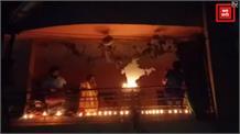 रात में आसमान से कुछ ऐसा दिखा इंदौर, ग्वालियर में भी लोगों ने जलाए दिए
