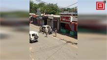 पुलिस की गुंडागर्दी, राहगीर की गाड़ी के साथ की तोड़फोड़