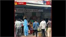 लखनऊ समेत 15 जिलों के हॉटस्पॉट इलाके हुए सील, दुकान के बाहर उमड़ी लोगों की भीड़