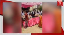 गरीबों को राशन बांटते पूर्व मंत्री भनोत का वीडियो वायरल, लगातार कर रहे हैं जनसेवा
