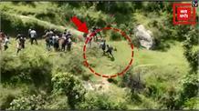 Uttarakhand के Uttarkashi में दो लोगों पर तेंदुए का हमला, पूरा मामला मोबाइल में कैद