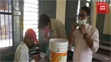 हौसले को सलाम: 1500 रुपए, दो छात्रों की मेहनत और बना दी सेनेटाइज मशीन