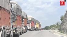 श्रीनगर राजमार्ग बंद होने से सांबा मानसर मार्ग पर फंसे सैकड़ों ट्रक, चालकों को हो रही परेशानी