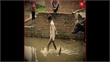 बदहाल हालत में कन्नौज का टडहा गांव, बरसात में भर जाता है गांव में पानी