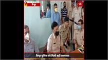 SadarHospitalके बड़ा बाबू अनिल कुमार को पुलिस ने रिश्वत लेते रंगे हाथों पकड़ा