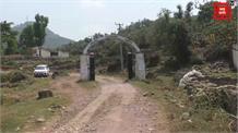 मूलभूत सुविधाओं से वंचित बलाड गांव के लोग... नेताओं के खिलाफ भारी रोष