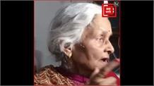 कानपुर मुठभेड़: विकास दुबे के घर पर चली JCB, मां बोली- बहुत गलत काम किया, मार दे पुलिस