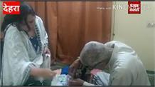कोरोना से लड़ने के लिए 80 वर्षीय बुजुर्ग आए सामने,खुद मास्क बनाकर लोगो में कर रहे वितरित