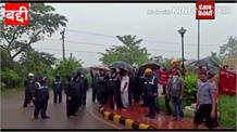 नालागढ़ में अंबुजा सीमेंट के कर्मचारी उतरे सड़कों पर,कंपनी के खिलाफ की नारेबाजी