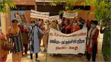 बाल विकास योजना की महिला सुपरवाइजरों का विरोध प्रदर्शन, गृह जिले से बाहर तबादले को लेकर जताई नाराजगी