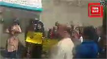 Live: कोविड पॉजिटिव महिला आत्महत्या मामला,  हरीश जनारथा की अध्यक्षता में अस्पताल के बाहर प्रदर्शन