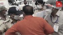 सीएम के स्वागत के दौरान बीजेपी नेता ने जड़ा थाना प्रभारी को चमाचा, टीआई ने भी मारा थप्पड़