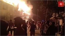 खड़ी मार्केट बनिहाल में लगी भयानक आग... 18 दुकानें और एक रिहायशी मकान जलकर राख