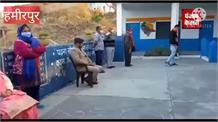 हमीरपुर में धूप के साथ खिला दूसरे चरण की वोटिंग का उत्साह