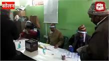 जिला सोलन में 82 पंचायतों में प्रथम चरण का मतदान,मतदानकेंद्र पर लगी लंबी कतारें