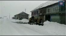 सोनमर्ग में भारी बर्फबारी जारी... पर्यटन कारोबारियों को टूरिस्टों का इंतजार