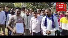 करनाल नगर निगम के सफाई कर्मचारी उपायुक्त निशांत कुमार को ज्ञापन देने पहुंचे जिला सचिवालय