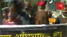 #Live: निजी स्कूलों की मनमानी फीस वसूली के खिलाफ अभिभावकों का विधानसभा घेराव