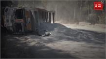 पहले कार को मारी टक्कर फिर बीच सड़क पर पलटा ट्रक, देखें वीडियो