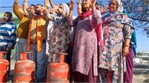 आरएसपुरा में रसोई गैस की बढ़ती कीमतों के खिलाफ शिव सेना हिंदुस्तान का प्रदर्शन