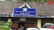 नवनियुक्त बारामुला एमसी अध्यक्ष तौसीफ रैना ने बैठक कर सुनी कर्मचारियों की समस्याएं