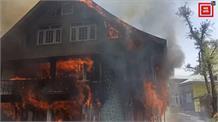 विवाहिता ने की आत्महत्या... गुस्साए परिजनों ने ससुराल वालों के घर को लगाई आग