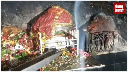 मंदिरों में भक्तो का लगा तांता, आठवें दिन की मां महागौरी की आराधना