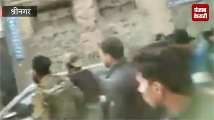 श्रीनगर एनकाउंटर: सुरक्षाबलों और पत्रकारों के बीच हुई धक्का-मुक्की