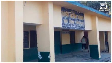 सरकारी स्कूल में बच्चों का एडमिशन करवाने से अभिभावक कर रहे तौबा