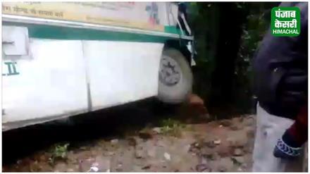 शिमला में बस-ट्रक में टक्कर,बाल- बाल बची सवारियां