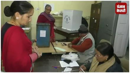 निकाय चुनाव 2018: मतदान करने आए मतदाता हुआ नाराज़, सूची में गड़बड़ी का लगाया आरोप
