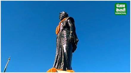 इंदिरा गांधी की 101वीं जंयती पर किशन कपूर ने पुष्प अर्पित कर दी श्रद्धाजंलि