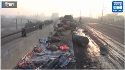 भीषण सड़क हादसा: 5 मजदूरों की जान लेकर पुल से 70 फुट नीचे गिरी बेकाबू कार
