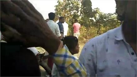 जब ग्रामीणों ने कांग्रेस प्रत्याशी से पूछा- 'हम कांग्रेस को वोट क्यों दें'?