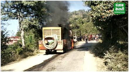 सुबाथू के समीप धू-धू कर जला बोरवेल ट्रक, देखिए तस्वीरें