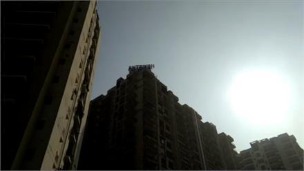 संदिग्ध परिस्थितियों में चौथी मंजिल से गिरी निजी चैनल में काम करने वाली एंकर, जांच में जुटी पुलिस