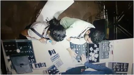 कपल ने एग्ज़ीबिशन से गायब की डायमंड रिंग, CCTV में कैद
