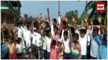शिक्षक के तबादले पर भड़के छात्र, स्कूल में जमकर किया हंगामा