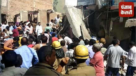 दिल्ली : चार मंजिला इमारत गिरी, 7 लोग घायल