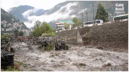 भारी बारिश से नदी-नाले उफान पर, कुल्लू प्रशासन ने जारी की एडवाइजरी