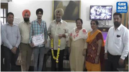 तलवारबाजी प्रतियोगिता में गोल्ड जीत लाया करनाल के खालसा कॉलेज का छात्र