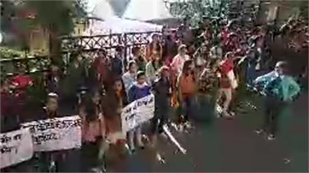 मद्रास हत्याकांड पर शिमला में SFI का धरना प्रदर्शन