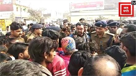 बदमाशों ने गोली मारकर की युवक की हत्या, परिजनों ने सड़क जाम कर किया हंगामा