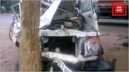 ट्रक के पीछे जा घुसी तेज रफ्तार बोलेरो, 5 लोगों की मौत, 5 घायल