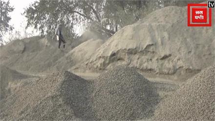 पत्थर क्रशर के संचालन से वातावरण हो रहा प्रदूषित, स्कूली बच्चे परेशान
