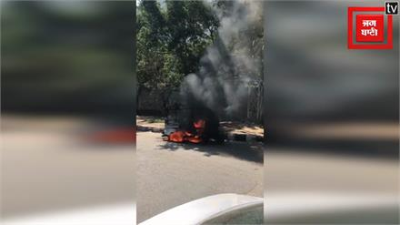 CNG गैस पर चलते Auto को लगी आग, Video Viral