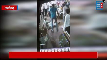 अलीगढ़: कलयुगी बेटे ने की पिता की जमकर पिटाई, सीसीटीवी में कैद हुई घटना