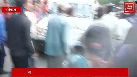 मॉब लिंचिंग का शिकार होने से बाल-बाल बचा युवक, पुलिस ने भीड़ से सुरक्षित निकाला
